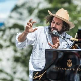 Cerneaz Pianoforti con Steinway & Sons  al Rifugio Gilberti per il No Borders Music Festival